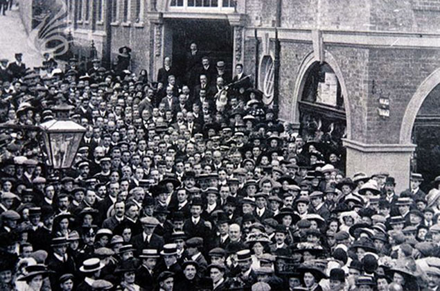 <strong><em>Image:</strong></em> The opening of Pontypridd YMCA on 29 September 1910.